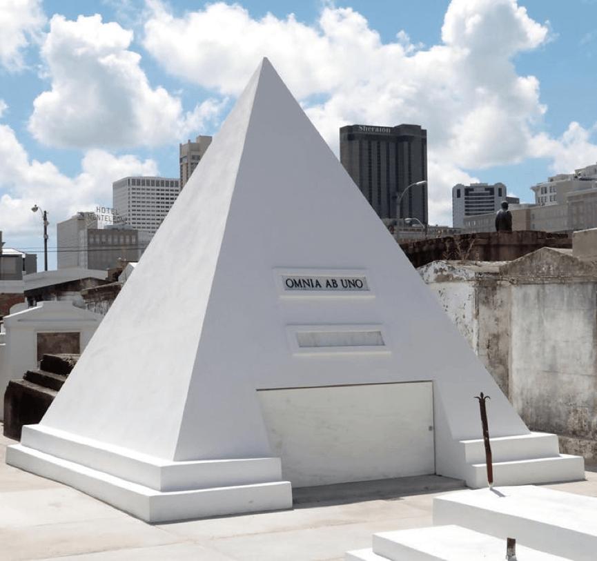 凱吉 神祕消費系列之 : 他蓋了一座純白金字塔。