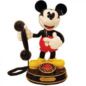 納入迪士尼旗下的皮克斯動畫,在其作品《玩具總動員 4》中也能發現 米老鼠電話等相關彩蛋畫面。