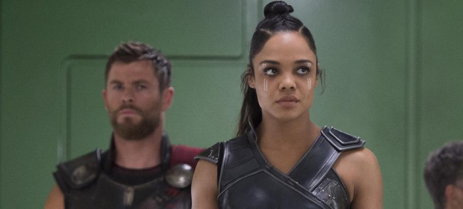 「雷神索爾」 克里斯漢斯沃 (Chris Hemsworth) 以及「女武神」泰莎湯普森 (Tessa Thompson) 在《MIB 星際戰警:國際》中演出探員雙人組。