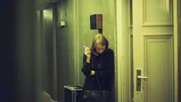 德國電影《不愛鋼琴師》資深影后柯琳娜哈佛克飾演女主角拉娜,故事描述內心糾結的他面對 60 歲生日與不完美家庭的一天的故事。