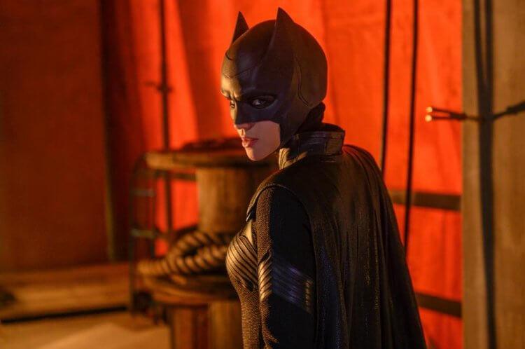 影集《蝙蝠女俠》第一季的女主角露比蘿絲宣布「畢業」辭演。
