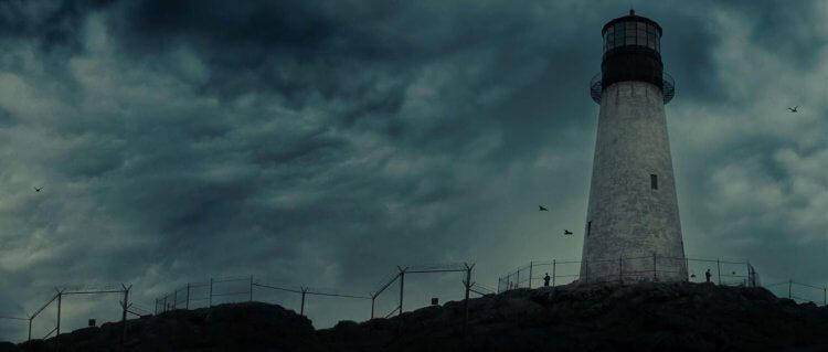 《隔離島》燈塔。