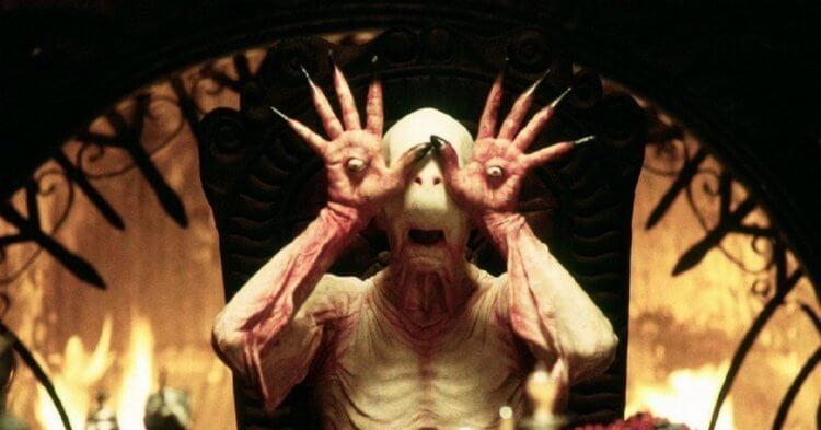 吉勒摩戴托羅導演經典做貵《羊男的迷宮》充滿許多奇異的幻想場景,獲得了奧斯卡最佳攝影、最佳化妝,以及最佳美術指導的獎項。