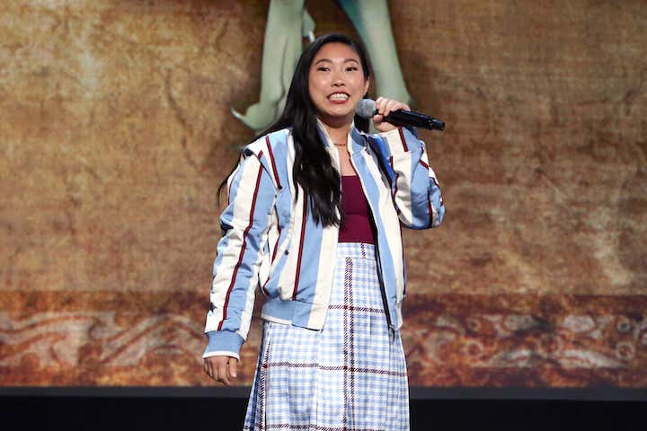 自《瘋狂亞洲富豪》之後星途大開的奧卡菲娜將接連參演迪士尼真人版《小美人魚》動畫新片《Raya and the Last Dragon》等多部電影。