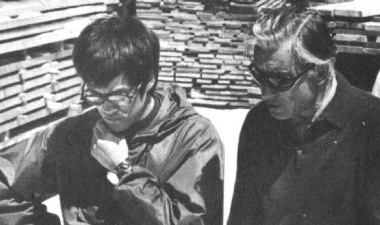 接下電影《春雨漫步》補拍片段動作戲武術執導工作的李小龍,以及主演本片的安東尼奎恩。