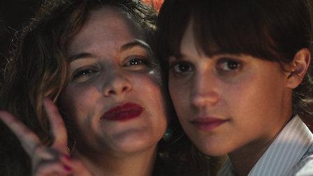 Netflix 驚悚懸疑電影《地震鳥》劇照,艾莉西亞薇坎德的演出值得讚賞!