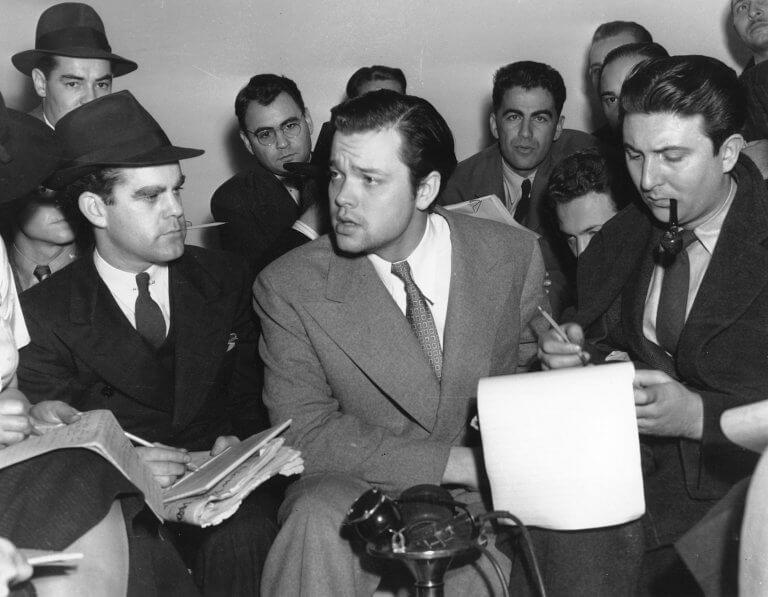 因《世界大戰》廣播劇引起風波的奧森威爾斯,但這件事也促成他開展演員事業的契機。