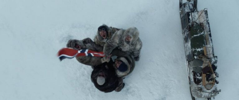 《極地先鋒》電影改編當年英國與挪威探險隊分別前進南極的血淚,以及阿蒙森背後的故事。