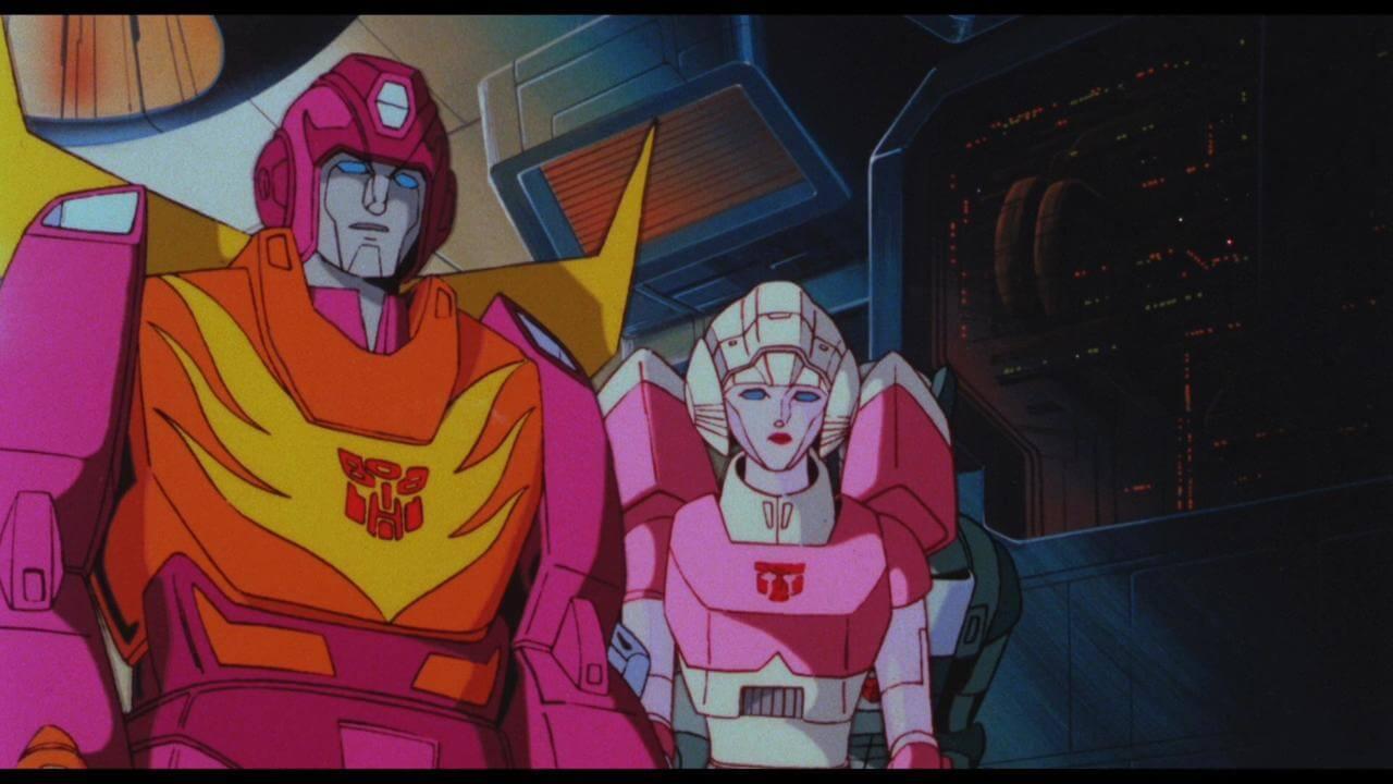 《變形金剛》中可愛的博派夥伴:艾茜(右)。