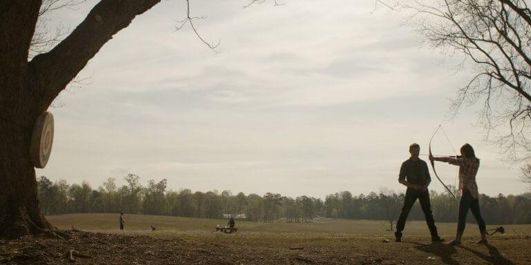 《復仇者聯盟:終局之戰》鷹眼正在農場訓練女孩射箭