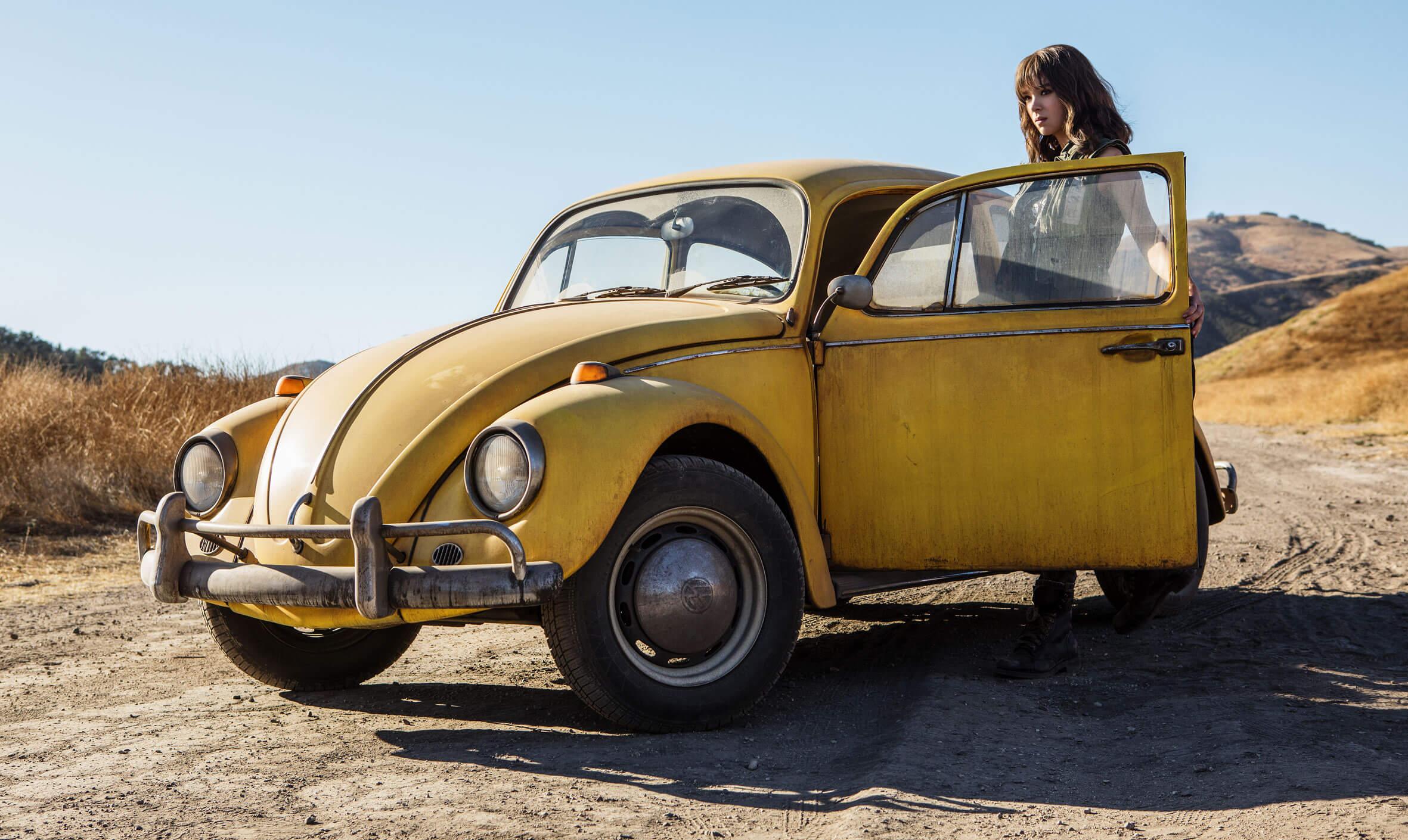 從《 變形金剛 》單飛的 大黃蜂 !與 海莉史坦菲德 在片中的真摯感情將讓影迷回到初次見到變形金剛的感動。