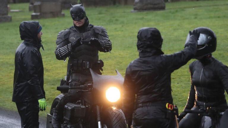 《蝙蝠俠》最新片場照流出!出現貓女身影&蝙蝠摩托車造型登場!