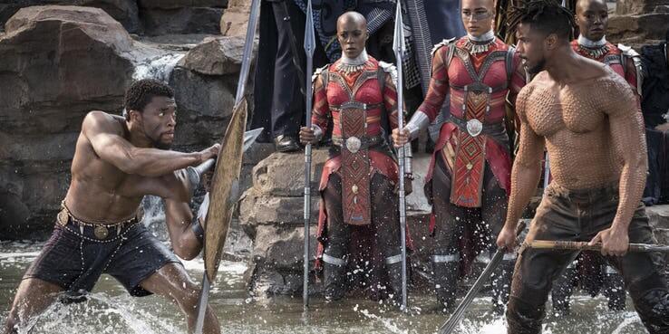 《黑豹》中,爭奪繼承權的帝查拉與堂弟齊爾蒙格。