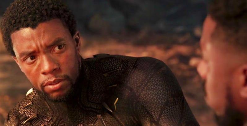 《黑豹》片末帝查拉與重傷衰弱的齊爾蒙格一同眺望夕陽,但我們卻未在片中看到他真的死亡。