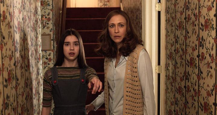 飾演華倫太太的演員 : 薇拉法蜜嘉 (右)。