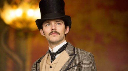 尼可拉斯霍特在《電流大戰》片中飾演天才發明家特斯拉。