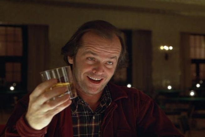 史丹利庫柏力克執導的電影版《鬼店》,傑克坐在全景飯店酒吧喝酒的場景,是傑克真正步入瘋狂的開始。