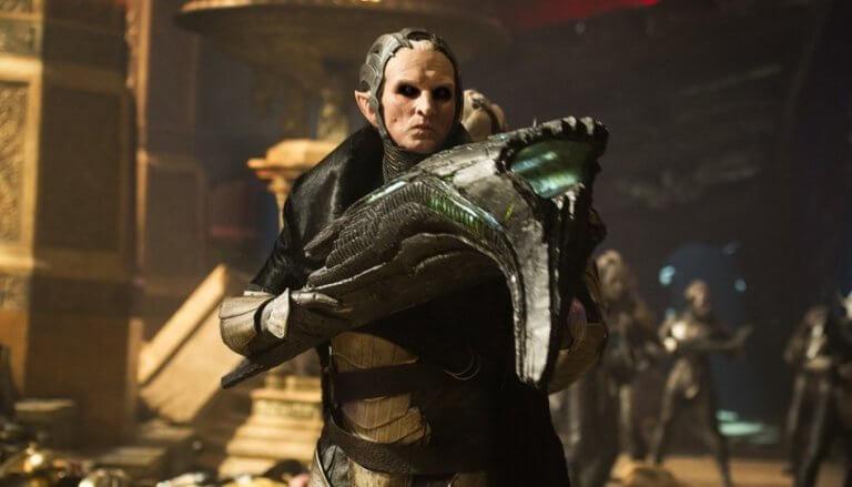 英國演員克里斯多福艾克斯頓在《雷神索爾 2:黑暗世界》飾演反派黑暗精靈「魔雷基」。