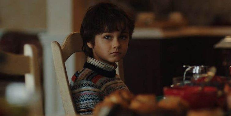 童星 但丁佩雷拉奧爾森 飾演年幼的 布魯斯韋恩