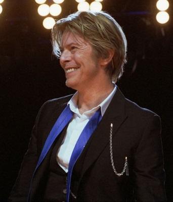 已故的搖滾傳奇歌手及演員:大衛鮑伊 (David Bowie) 。