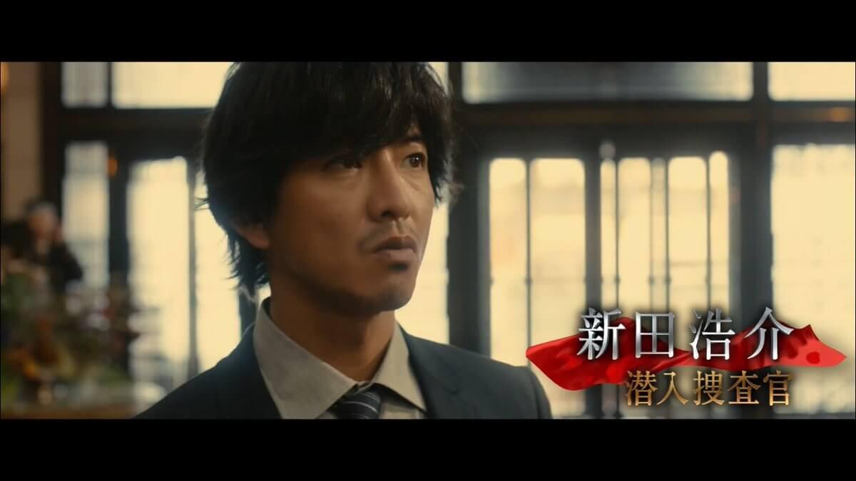 木村拓哉在《假面飯店》中飾演在飯店工作的臥底探員。
