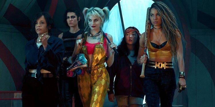 瑪格羅比在《猛禽小隊:小丑女大解放》飾演「小丑女」哈莉奎茵與「女獵手」瑪麗伊莉莎白文斯蒂德、「黑金絲雀」朱妮絲莫利特等人聯手,在高譚市扮演私刑者的角色。