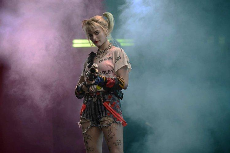 《猛禽小隊:小丑女大解放》瑪格羅比飾演的「小丑女」哈利奎茵總有華麗的招式展現。