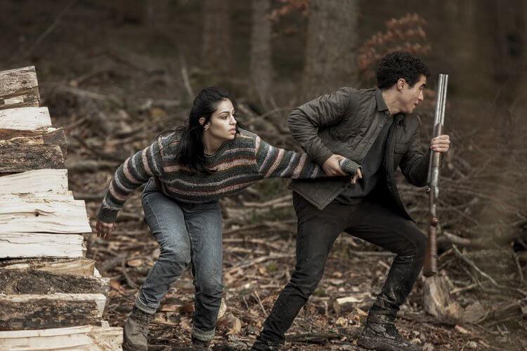 Netflix 原創驚悚電影《血土》劇情雖平鋪直敘,但緊湊刺激,動作戲精彩。