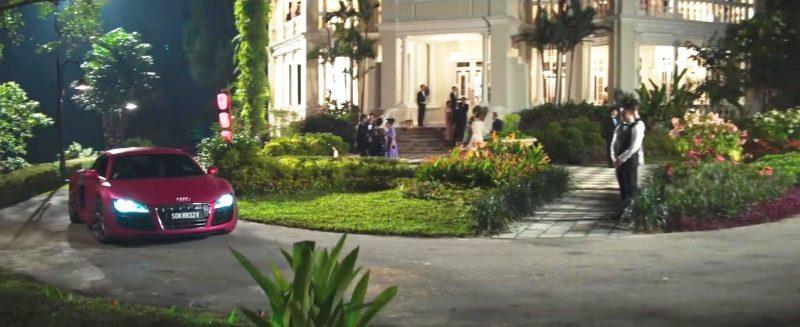 《 瘋狂亞洲富豪 》佩琳載瑞秋去男主角奶奶家時開的 奧迪 跑車。