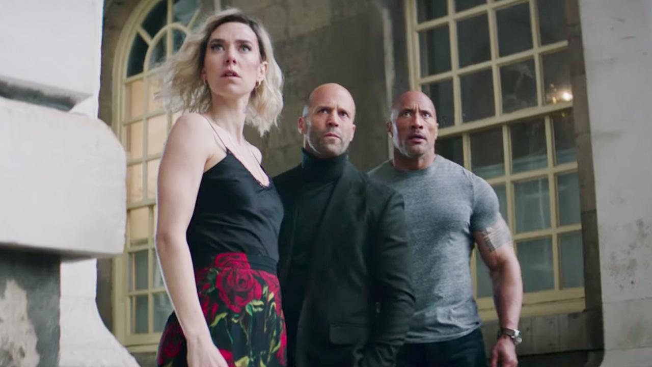 《玩命關頭:特別行動》再推新預告!巨石強森、傑森史塔森地表最強雙光頭,外傳電影火力全開首圖