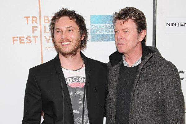 鄧肯瓊斯與父親大衛鮑伊的往日合影。