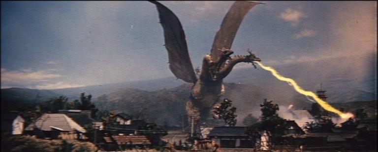 《三大怪獸 地球最大的決戰》中,王者基多拉從隕石中誕生。
