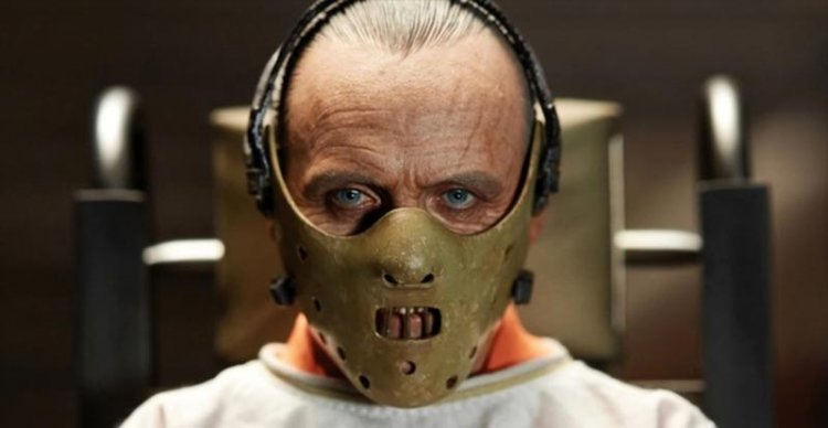 電影《沉默的羔羊》中安東尼霍普金斯飾演的人魔漢尼拔劇照。