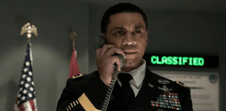 亨利藍尼克斯 DC 電影《正義聯盟》飾演的將軍真實身分是「火星獵人」。