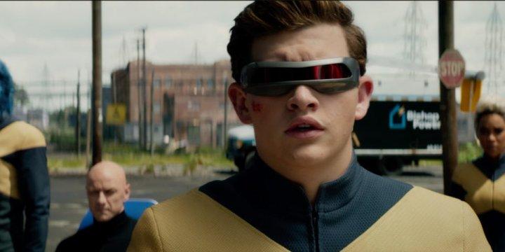 《 黑鳳凰 》預告中出現的 X 戰警制服,有向 格蘭特莫里森 設計的版本致敬之意。