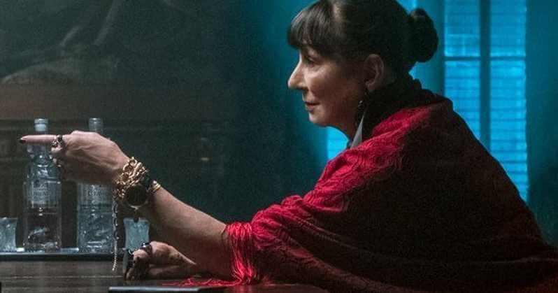 由安潔莉卡休斯頓所飾演的高層董事,在《捍衛任務 3》中,與基努李維飾演的「殺神」約翰維克將如何互動?