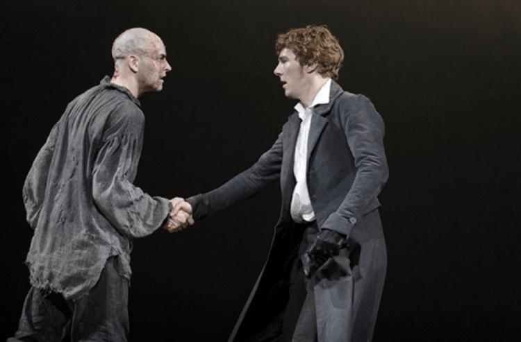 舞台劇版《科學怪人》強尼李米勒與班尼狄克康柏拜區。