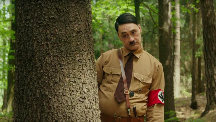 史嘉蕾喬韓森表示:以二戰納粹德國為故事背景的《兔嘲男孩》保有福斯探照燈創作風格  不受迪士尼收購影響首圖