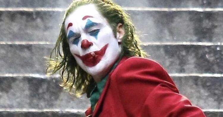 導演陶德菲利普斯欽點金獎影帝瓦昆菲尼克斯演出《小丑》,事實證明一切的堅持都是值得的。