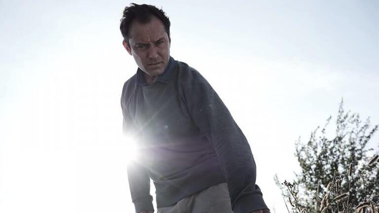 你需要永遠待在這裡!裘德洛主演 HBO 影集《The Third Day》預告登場,重大創傷後的救贖之地?