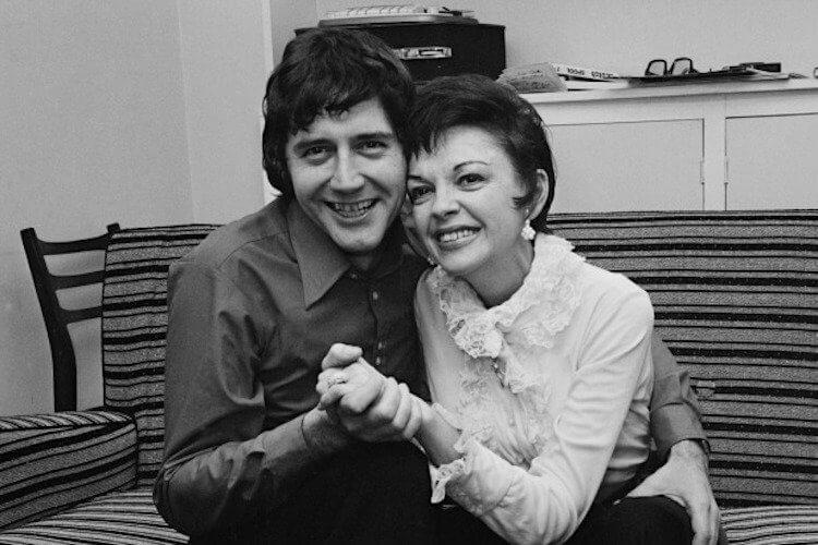 茱蒂嘉蘭曾結過五次婚