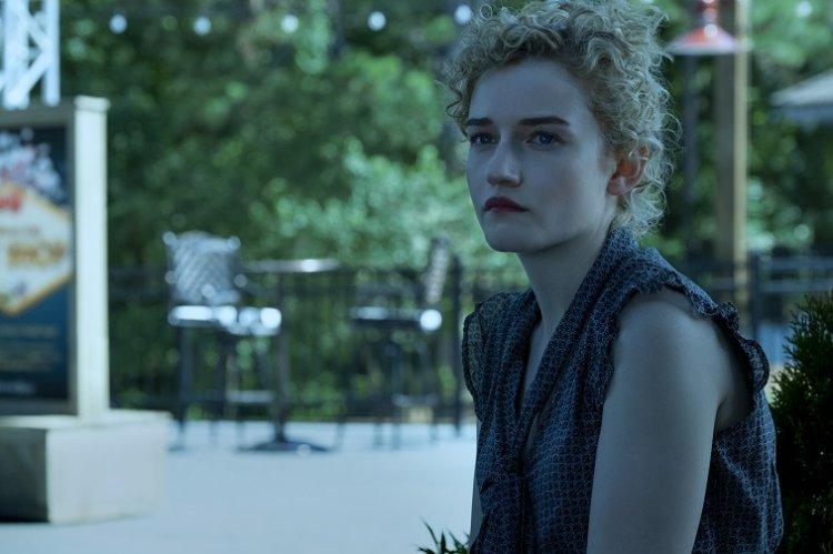 Netflix 影集《黑錢勝地》茱莉婭加納。