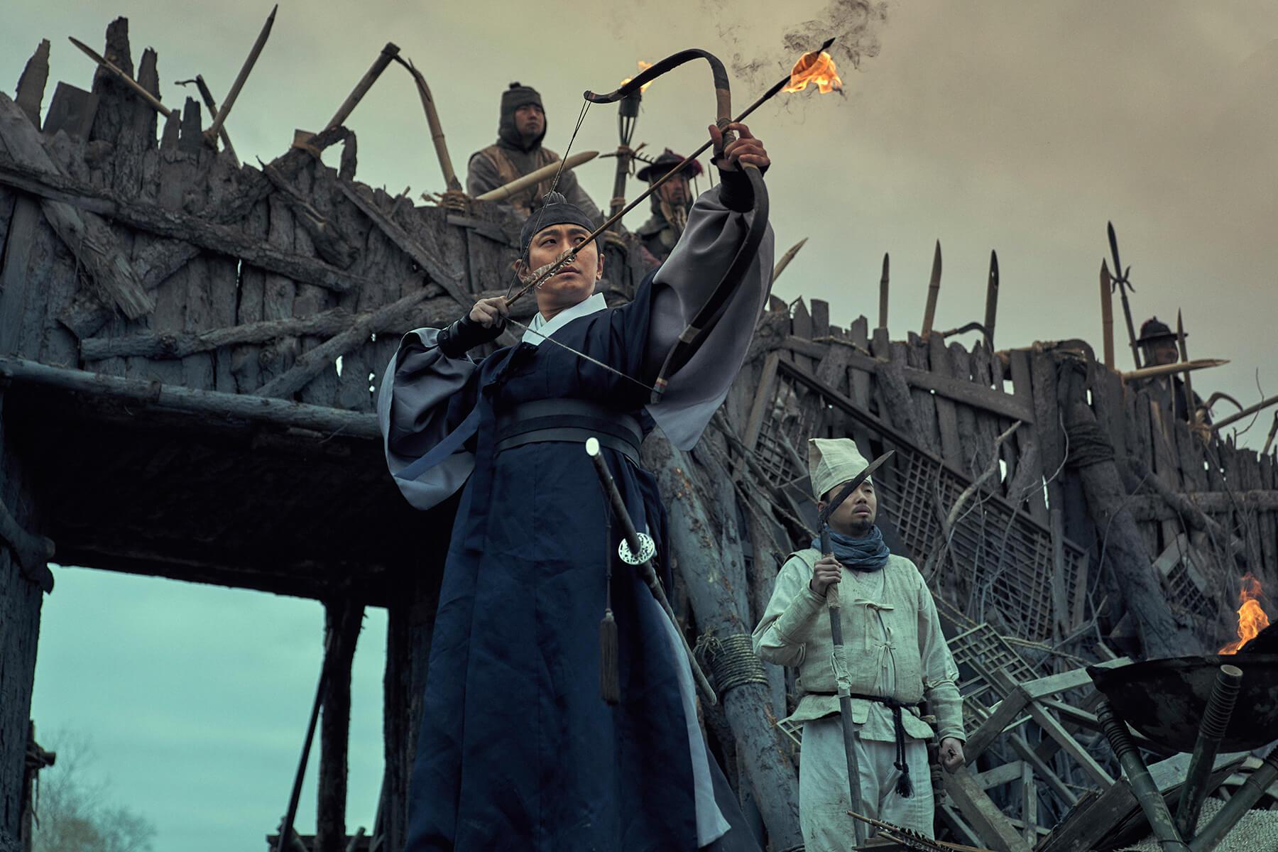 以《與神同行》解怨脈一角人氣飆升的韓星朱智勛,在 Netflix 影集《李屍朝鮮》中挑大樑演出。