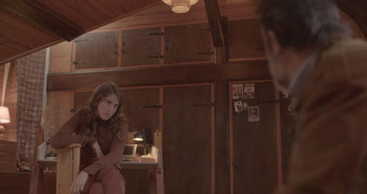 在《鹿皮奇談》中冷面笑匠演出的阿黛兒艾奈爾 (Adele Haenel) 曾在法國凱薩獎二度封后。