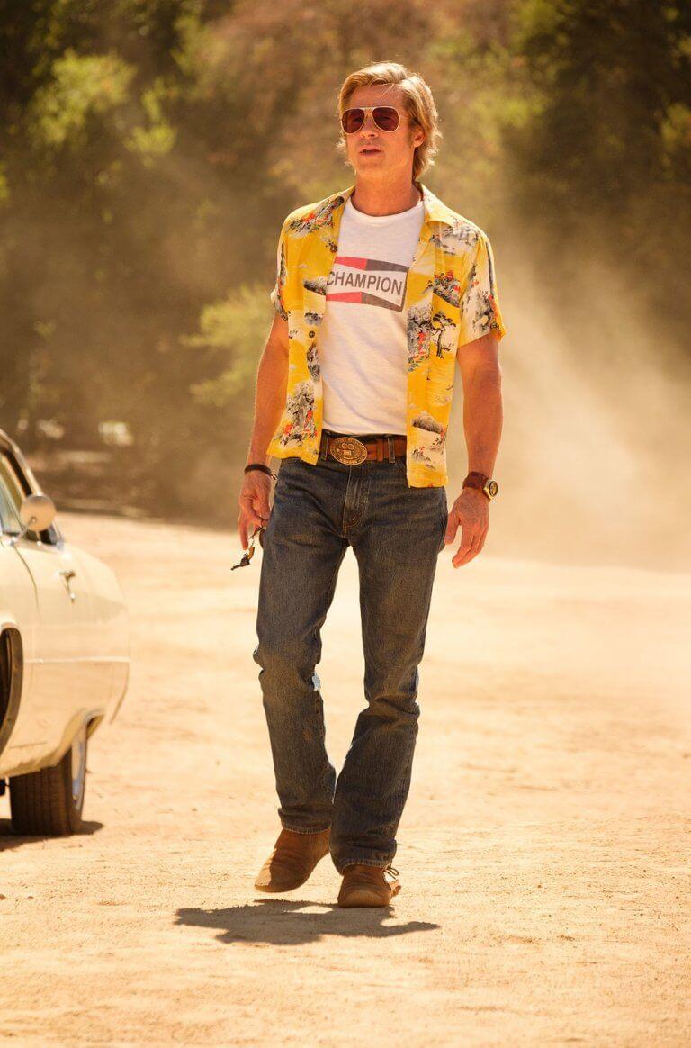 布萊德彼特在《好萊塢殺人事件》中飾演替身演員克里夫布斯 (Cliff Booth)。