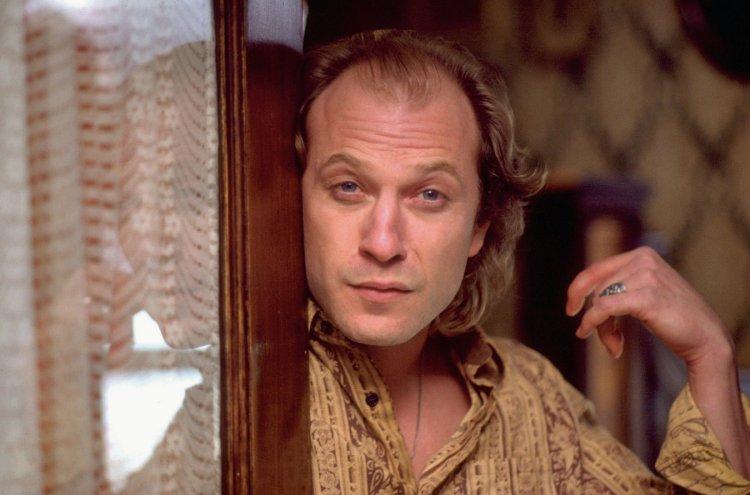 改編自漢尼拔系列小說的電影,《沉默的羔羊》中的「水牛比爾」,由泰德李凡飾演。