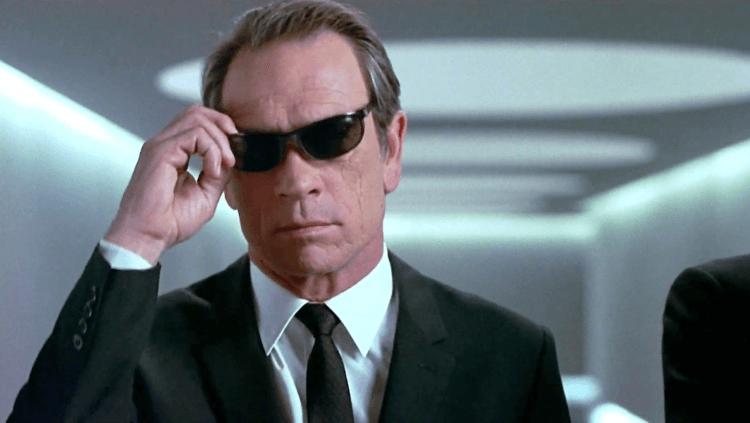 洗腦全世界,讓我們無視《MIB星際戰警》20年來顛覆全宇宙(二):好萊塢最難搞的傢伙,如何成為全星際最難搞的黑衣戰警?首圖