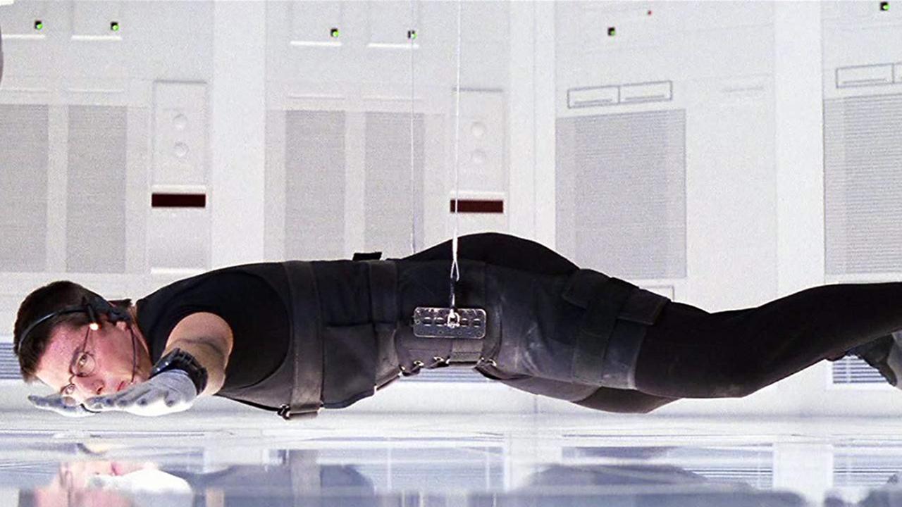 《 不可能的任務 》這段直墜地面的戲, 湯姆克魯斯 的臉部重重地強吻了地板好幾次。