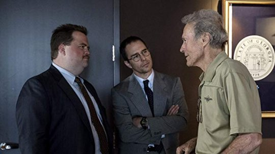 《李察朱威爾事件》(Richard Jewell) 中飾演李察朱威爾的保羅華特豪澤(左)。
