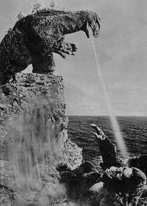 娛樂片 《 金剛對哥吉拉 》融入誇張打鬥和聲光效果,兩大怪獸最後雙雙墜海。
